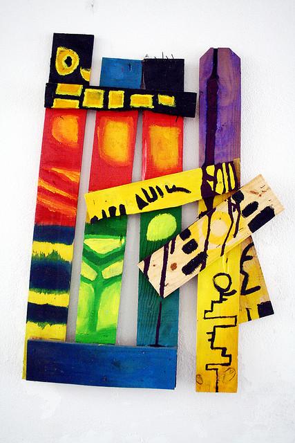 Totem da Xêpa. Acrilica sobre caixote de madeira remontado - (70cmx90cm) - Trabalho produzido durante a pesque do Projeto de conclusão de curso - 2010
